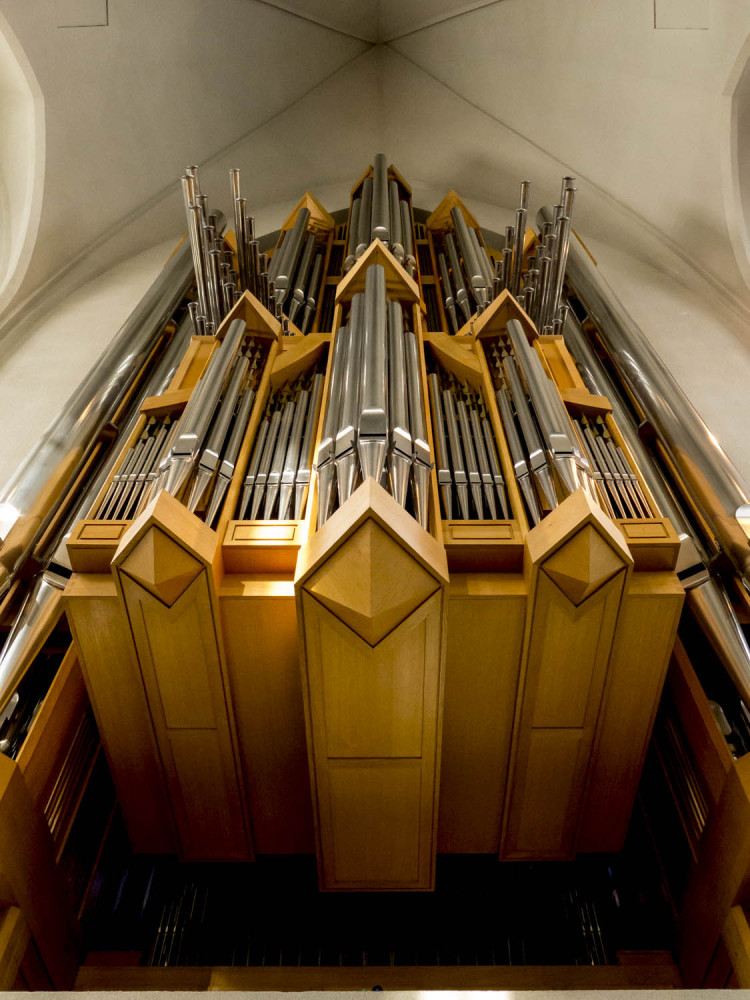 Built by the German organ maker Johannes Klais, the church's pipe organ has 5275 pipes
